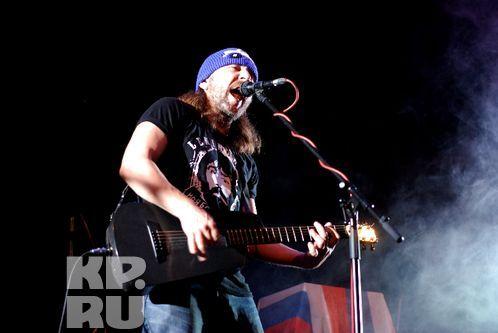«Привет, братцы! Мы фигачим рок-н-ролл!». Фото: Андрей ГРЕБНЕВ